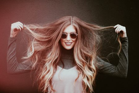 девушка с волосами